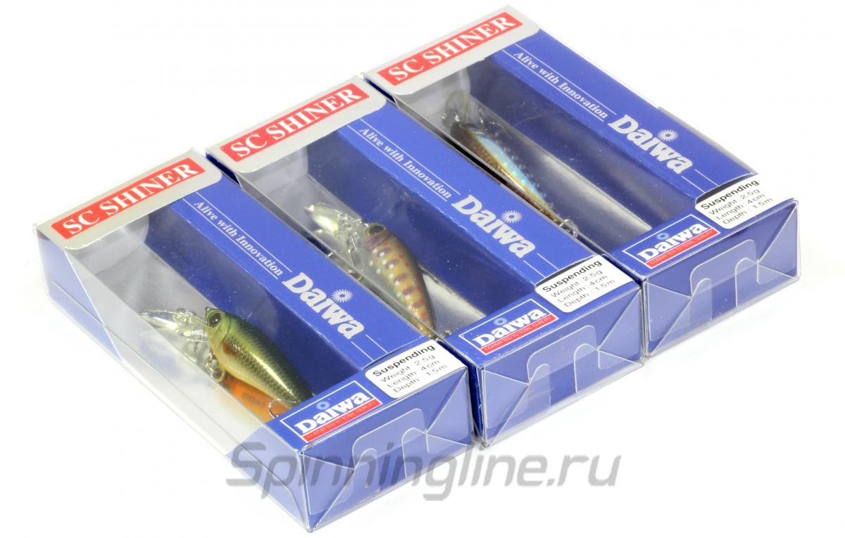 Воблер Daiwa SC Shiner 5SP S ghost olive - Данное фото демонстрирует вид упаковки, а не товара. Товар на фото может отличаться по цвету, комплектации и т.д. Дизайн упаковки может быть изменен производителем 1