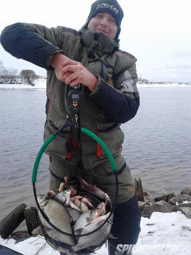 Зимний фидер на реке москва